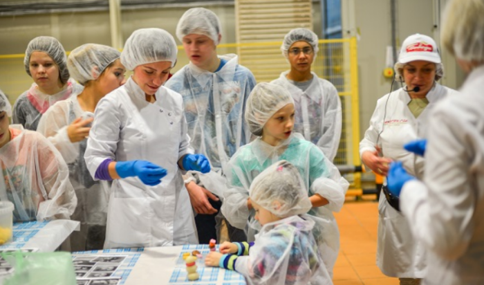 Kids Visit Pobeda Chocolate Factory
